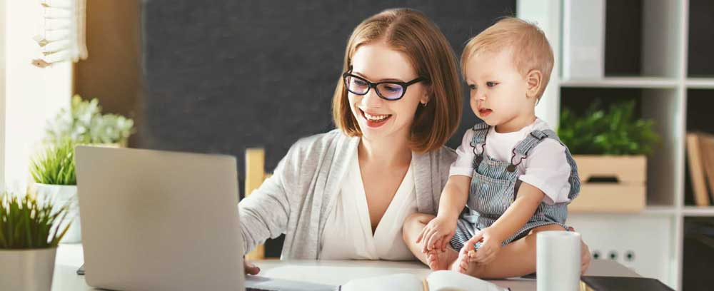 working motheer with child